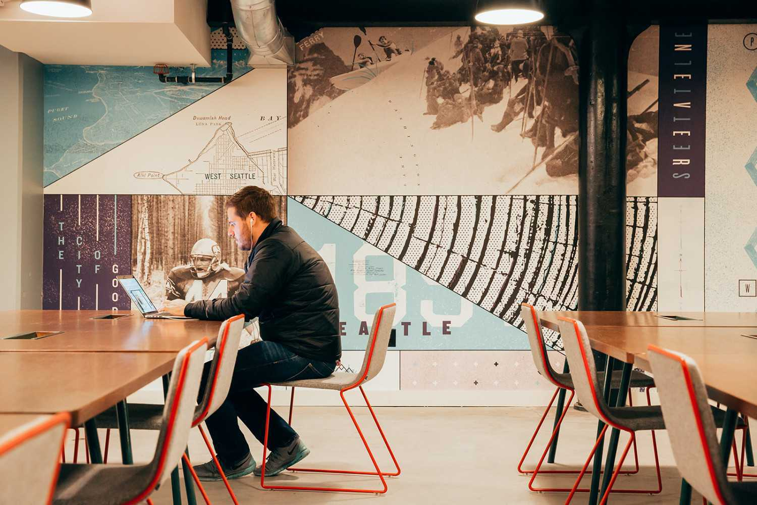 Meeting room di WeWork, Seattle (Sumber: www.officelovin.com)