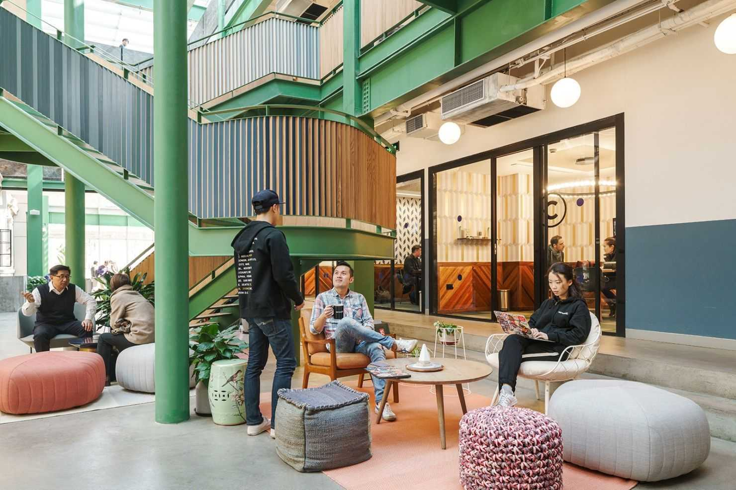 WeWork Co-working Space di Shanghai, China (Sumber: www.officelovin.com)