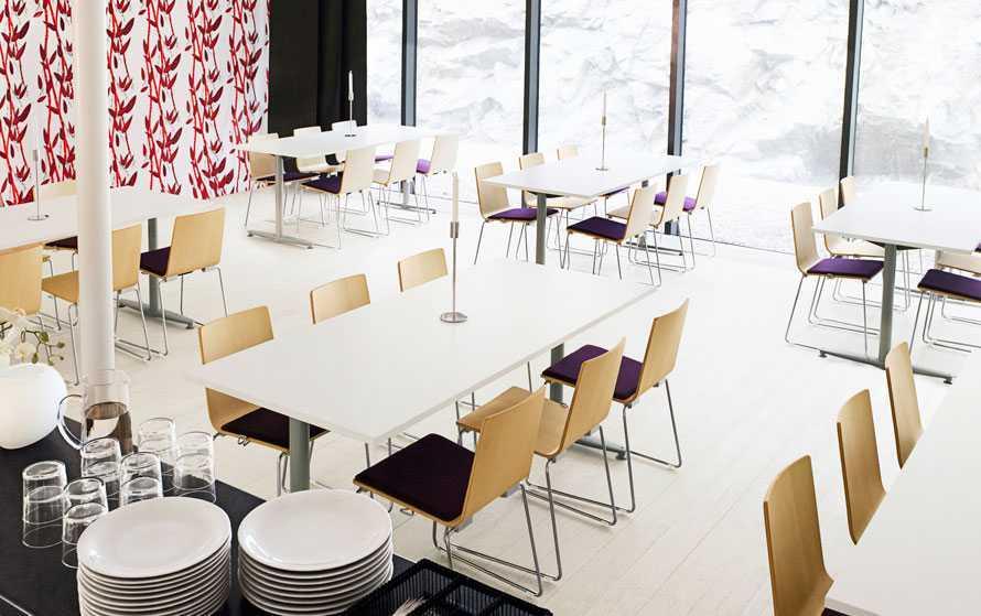 Contoh desain interior kantin (Sumber: www.kinnarps.com)