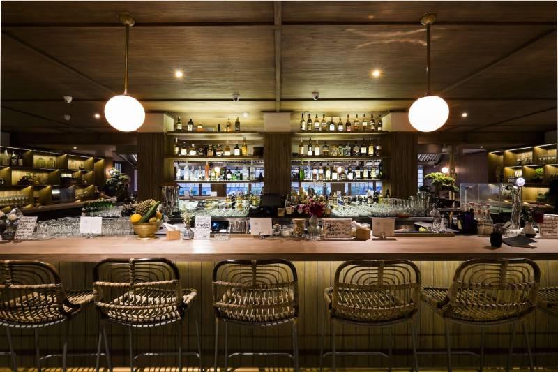 Bar di Fujin Teppanyaki & Japanese Whisky karya Bitte Design Studio (Sumber: arsitag.com)