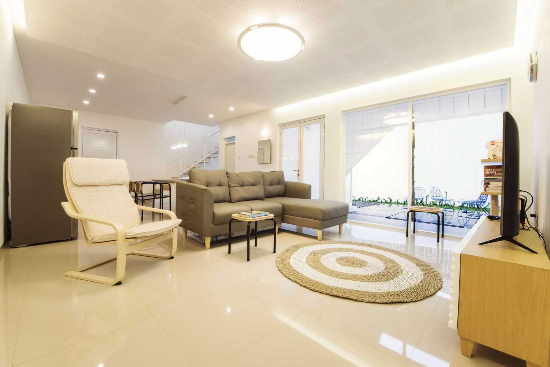Kenyamanan ruang open-plan dengan aliran udara dan pencahayaan yang terancang dengan baik (Sumber: arsitag.com)