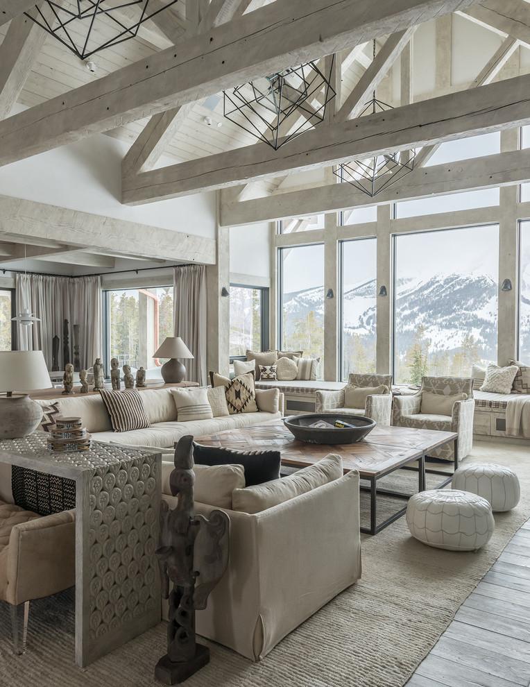 Gaya rustic mengutamakan ekspos karakteristik bahan secara jujur. Kejujuran inilah yang menghadirkan kemewahan dari keindahan setiap bahan. Garis serat-serat kayu pada balok struktur, kusen jendela, dan lantai menjadi dekorasi ruang tamu yang menghadirkan keindahan tak ternilai dari alam.