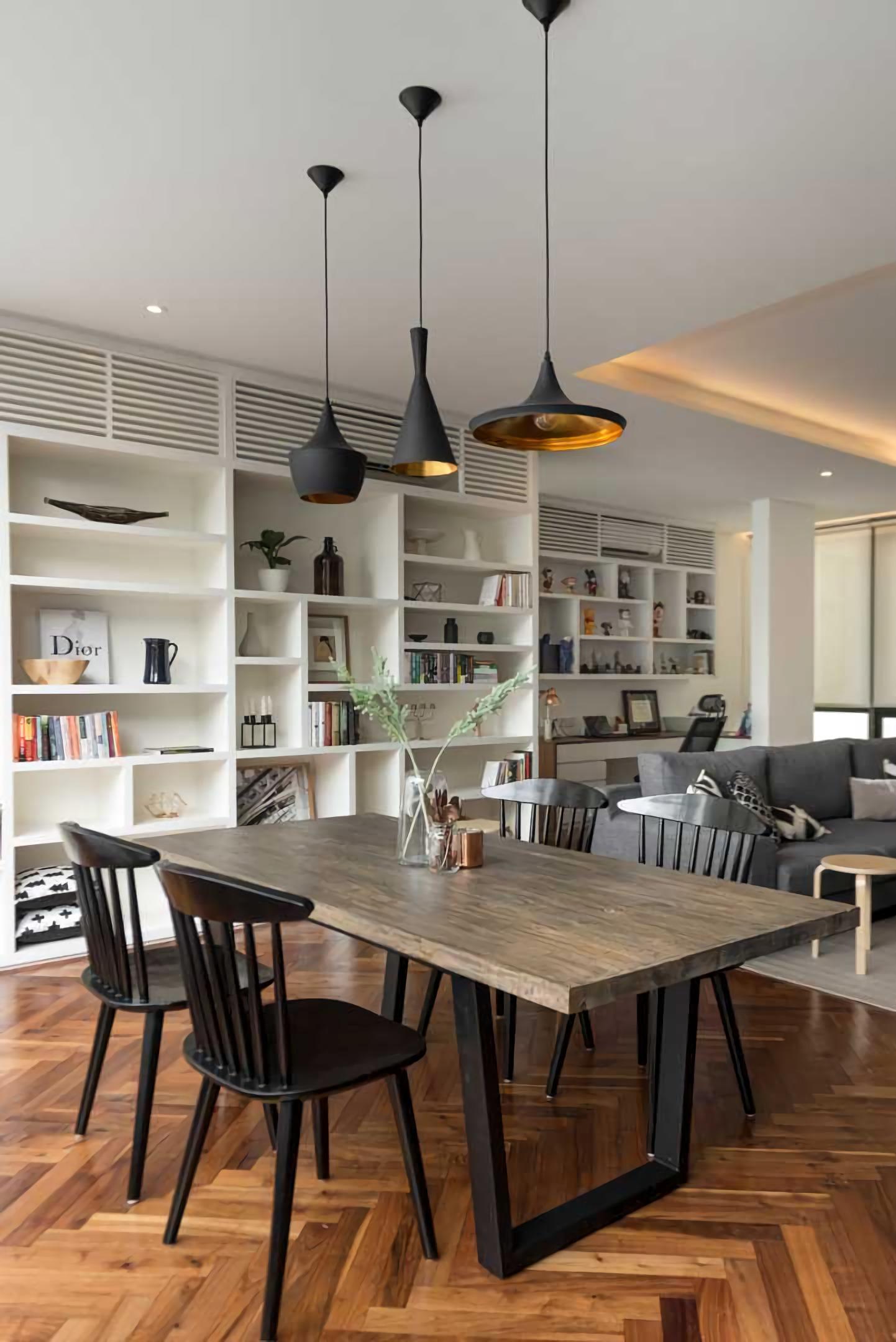 Konsep desain interior rumah kaum urban modern mudah diaplikasikan dengan furnitur minimalis yang memiliki daya tarik tersendiri dengan harga terjangkau. Desain interior rumah kekinian kaum urban yang stylish lebih fokus pada pengoptimalan pemanfaatan ruang, dengan aliran ruang yang nyaman dan leluasa, estetika kosmopolitan yang modern dan trendi.