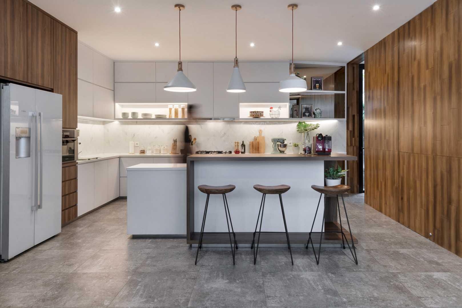 Dapur minimalis yang simple, elegan, dan multifungsi (Sumber: arsitag.com)