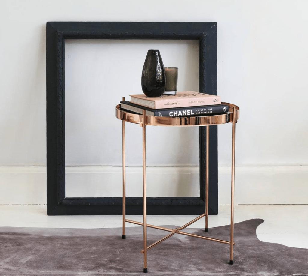 Meja dengan Warna Rose Gold