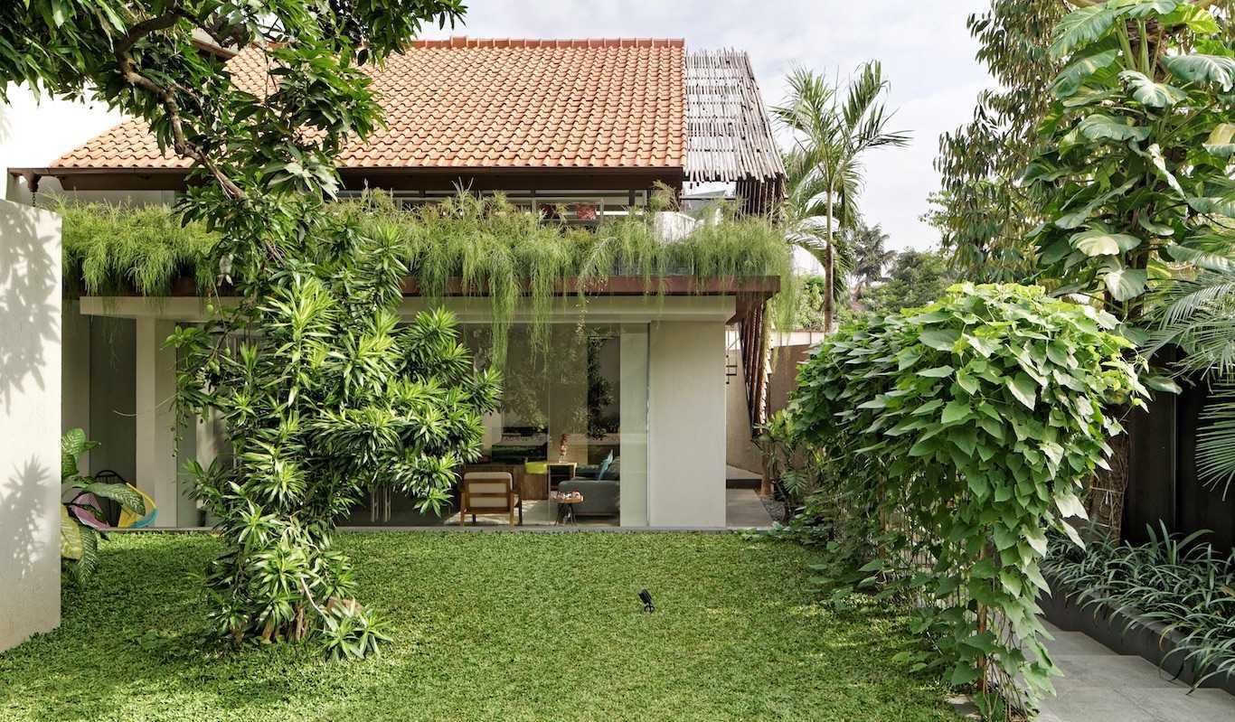 Taman tropis minimalis yang simple namun optimal fungsi (Sumber: arsitag.com)