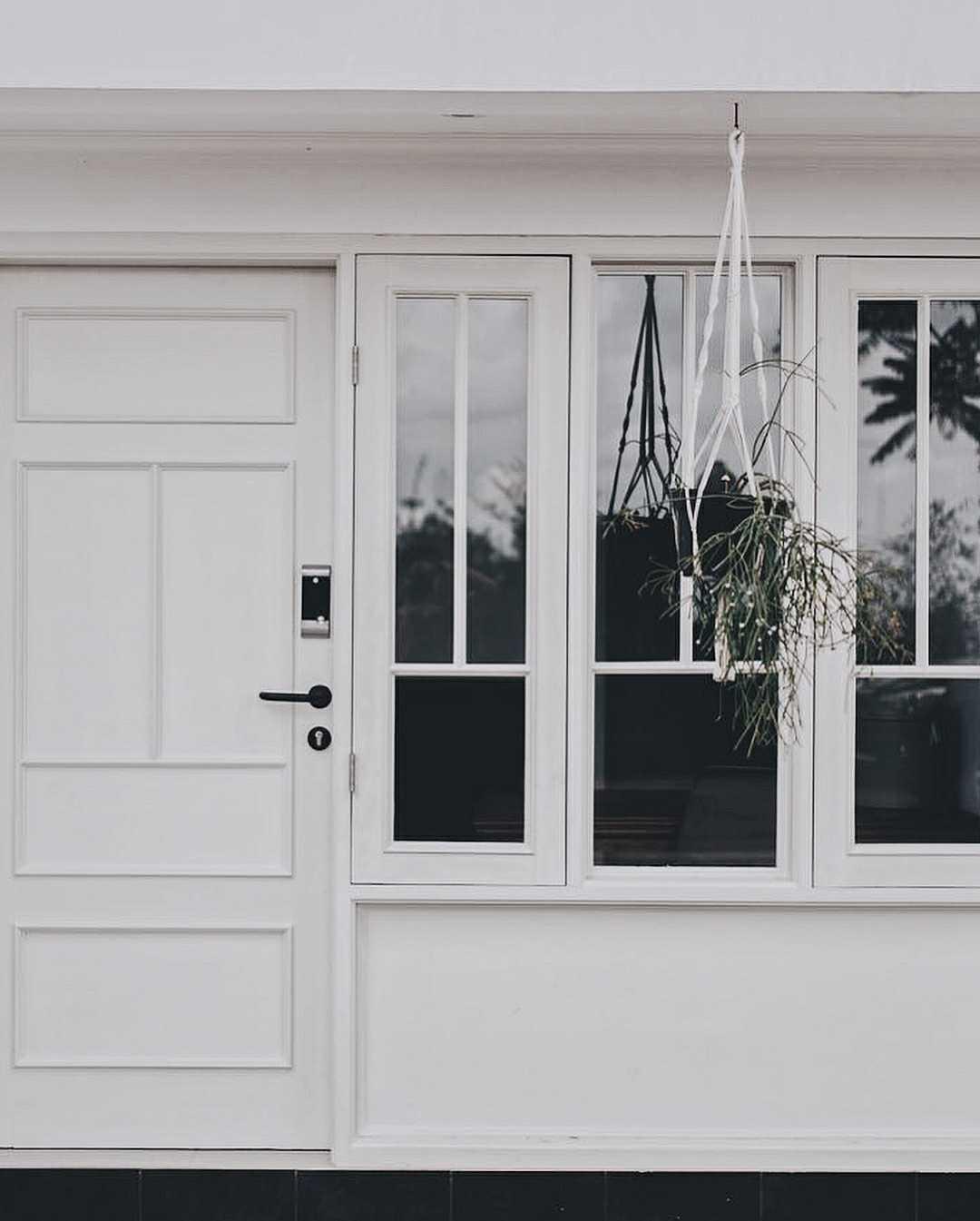Hara House yang berada di Bandung, Jawa Barat adalah salah satu rumah yang didesain dengan gaya Skandinavian yang kental. Sang desainer, Dendy Darman berhasil membuktikan bahwa kita tidak perlu sesuatu yang megah untuk jatuh cinta.