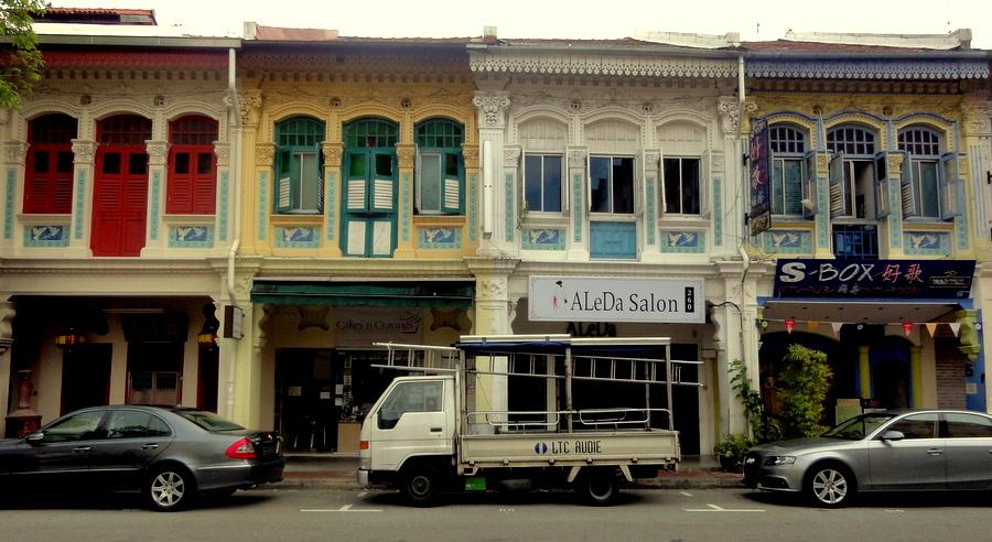 Terdapat beberapa gaya arsitektur yang berbeda dari setiap ruko yang ada di Penang, Malaka atau di kota-kota lain di Malaysia. Beberapa memiliki gaya dari periode yang berbeda pada tampilan fasad, sementara yang lain telah direnovasi atau menggunakan bahan modern untuk meningkatkan nilai properti. Secara umum, ada 4 gaya arsitektur ruko di Malaysia, yaitu: