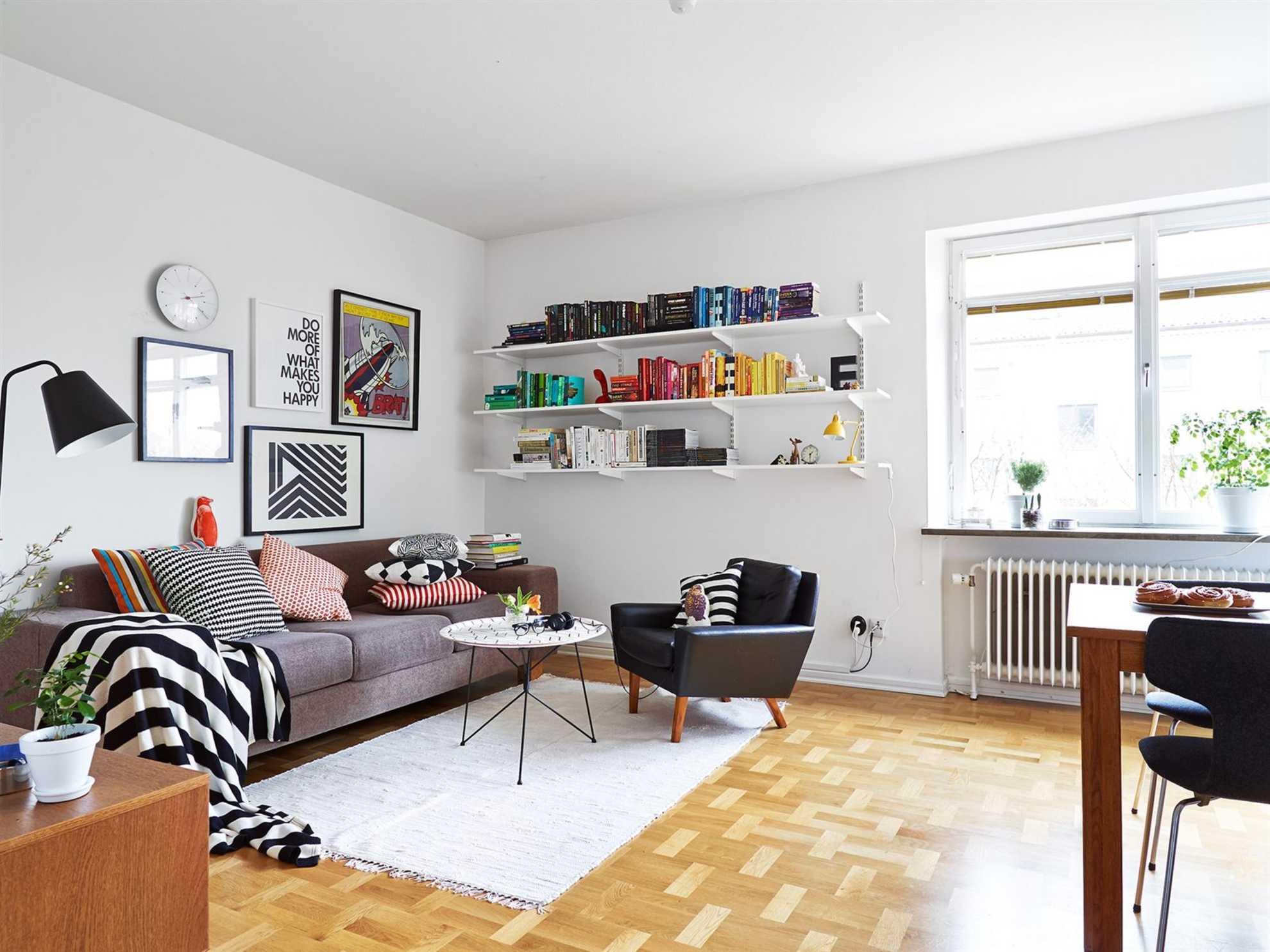 Warna putih dengan aksen warna cerah dalam desain interior gaya Scandinavian (Sumber: decordots.com)