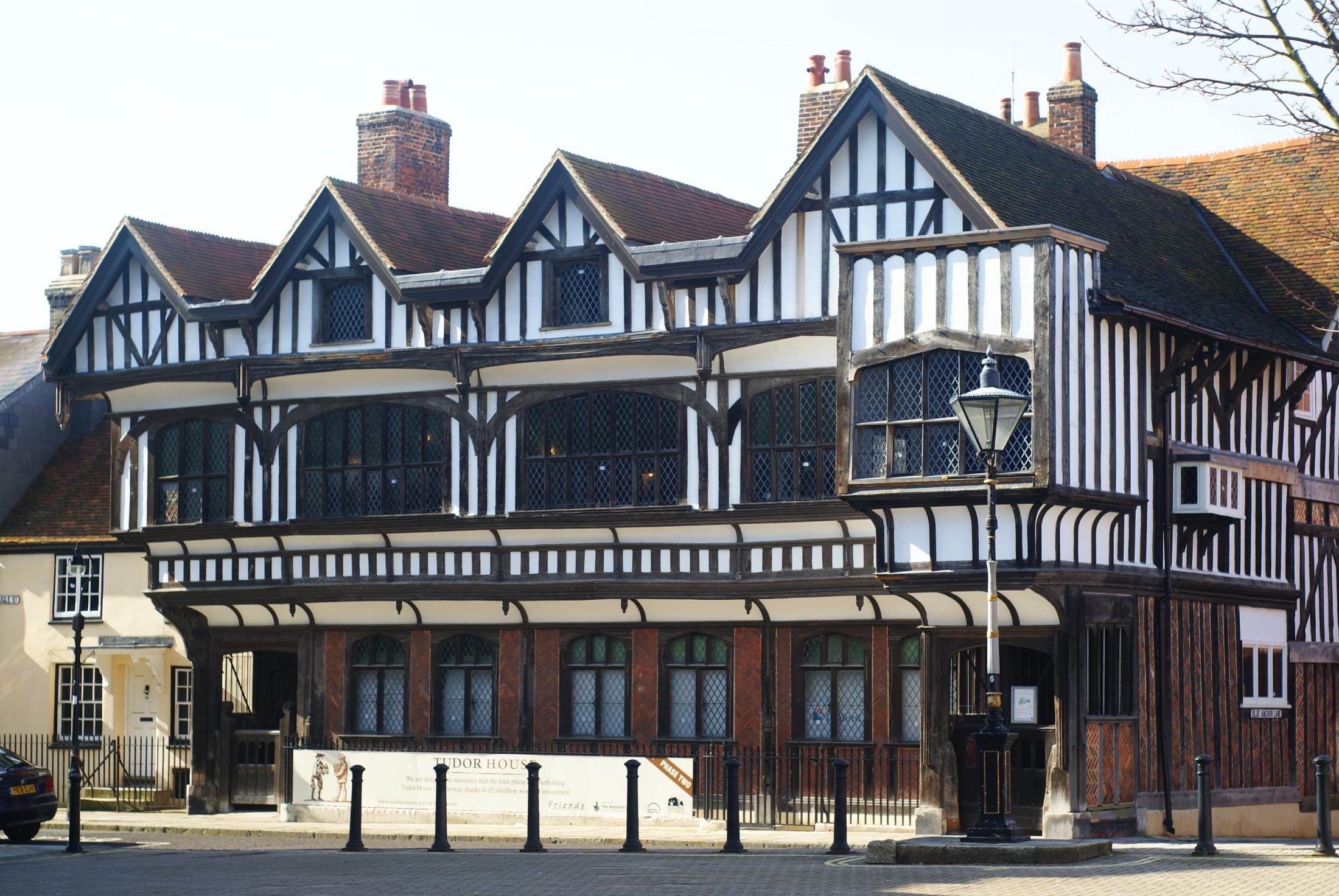 Gaya Tudor, Salah Satu Gaya Arsitektur Unik dari Inggris | Foto artikel Arsitag