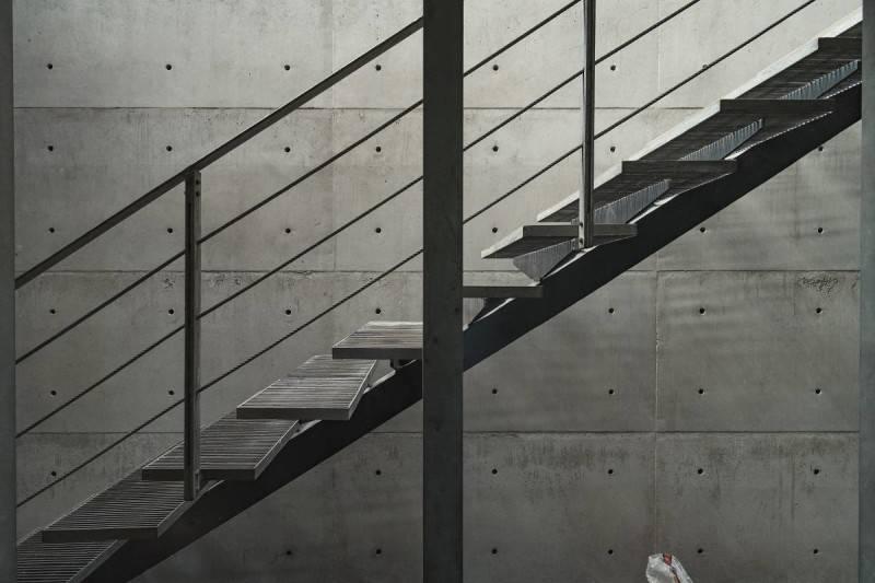 Tangga pada LL House karya TonTon Studio (sumber : arsitag.com)
