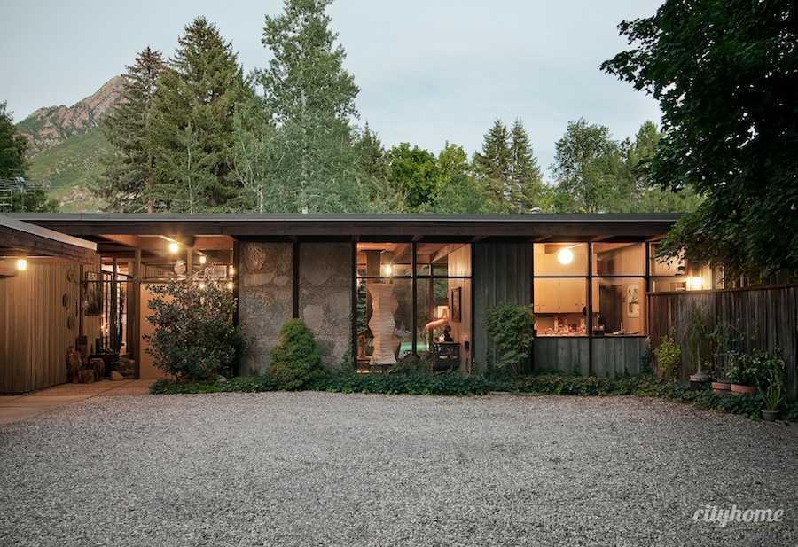 Tampak muka rumah mid-century modern di Salt Lake (sumber home design ideas)