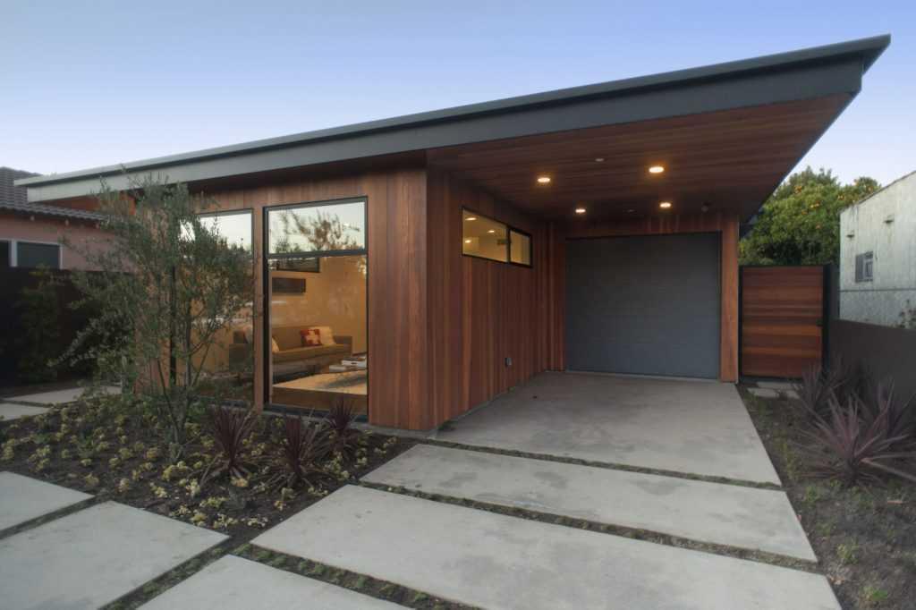 Rumah bergaya mid-century modern (sumber : home design ideas)