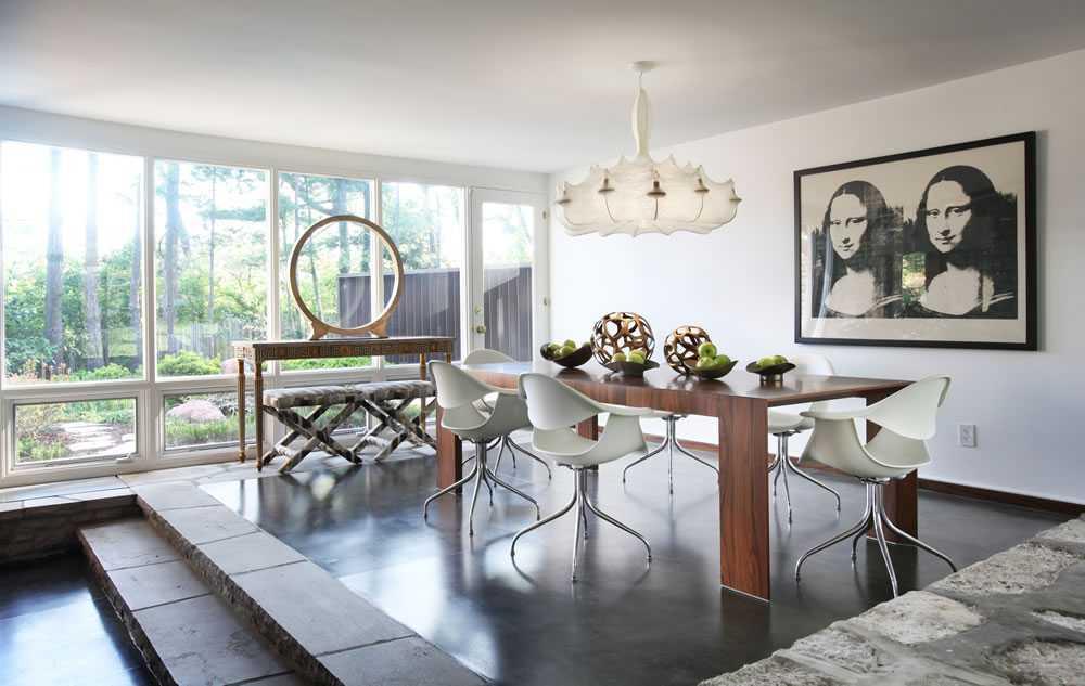 Desain interior bergaya mid-century modern pada ruang makan karya Nate Berkus (sumber multi touch screen)