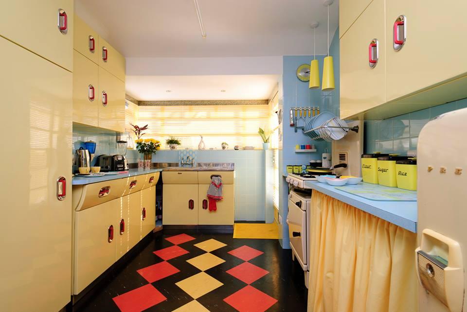 Dapur Vintage Gaya Tahun 1950-an (Sumber: planet-sputnik.com)