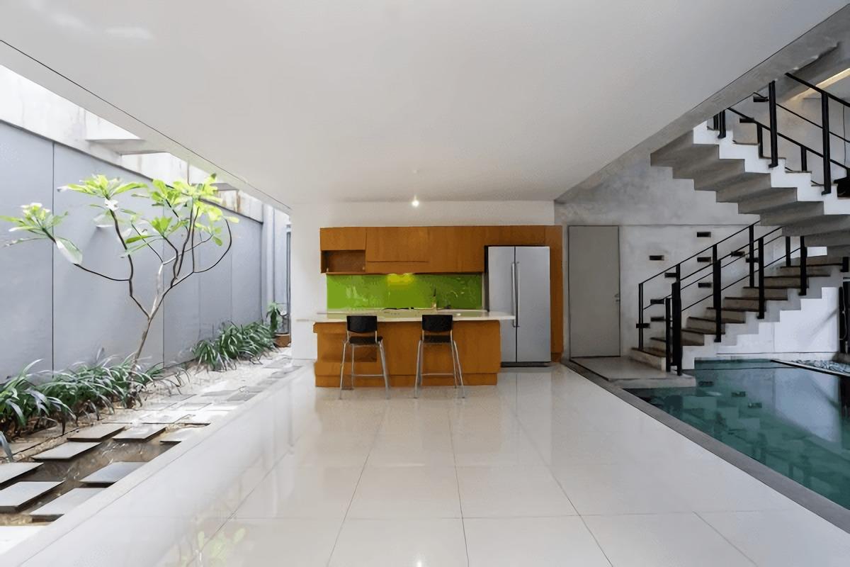 Ruang open-plan dengan sirkulasi udara dan pencahayaan yang optimal (Sumber: arsitag.com)