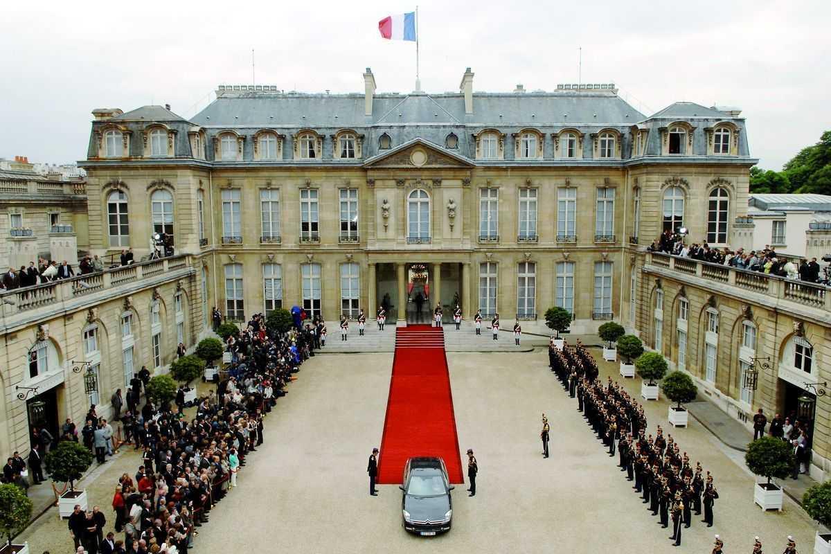 The Elysee Palace di Paris (Sumber: pico-sa.com)