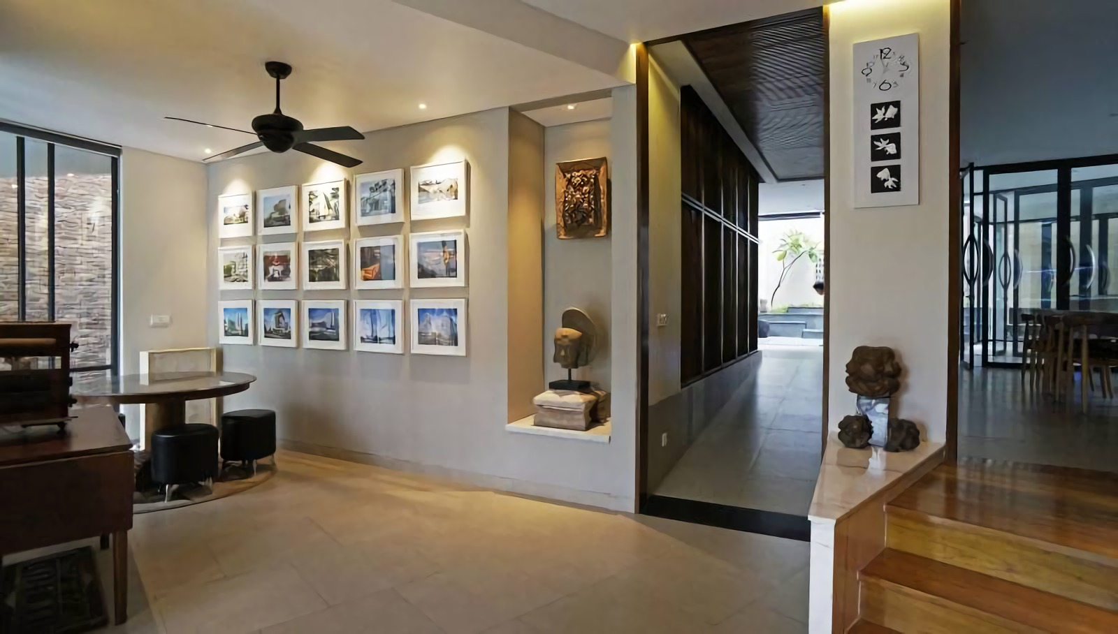 Berbagai karya seni menghiasi lobby SSA New Office (Sumber: arsitag.com)