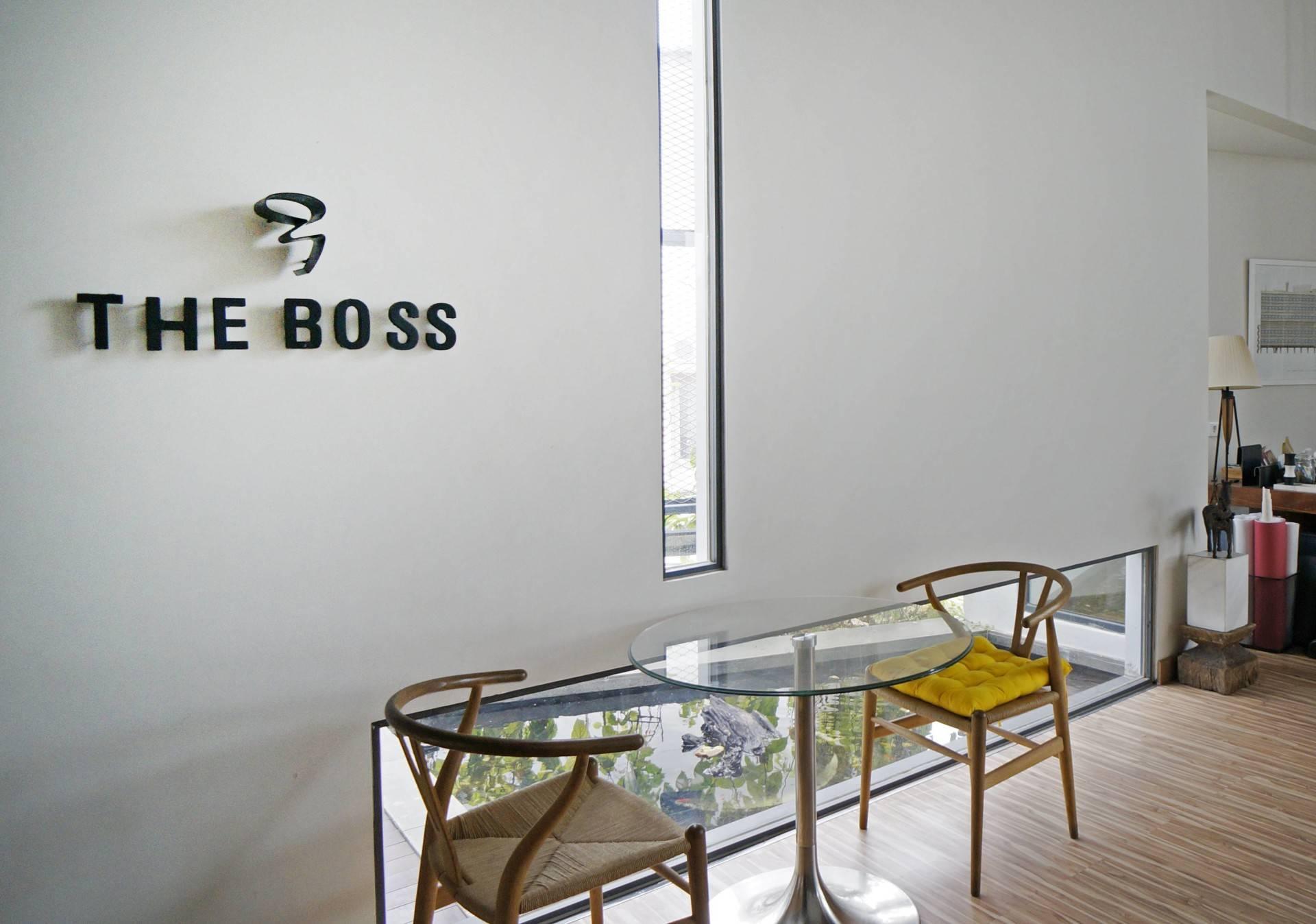 Boss yang berwibawa, keren, dan bersahabat (Sumber: arsitag.com)