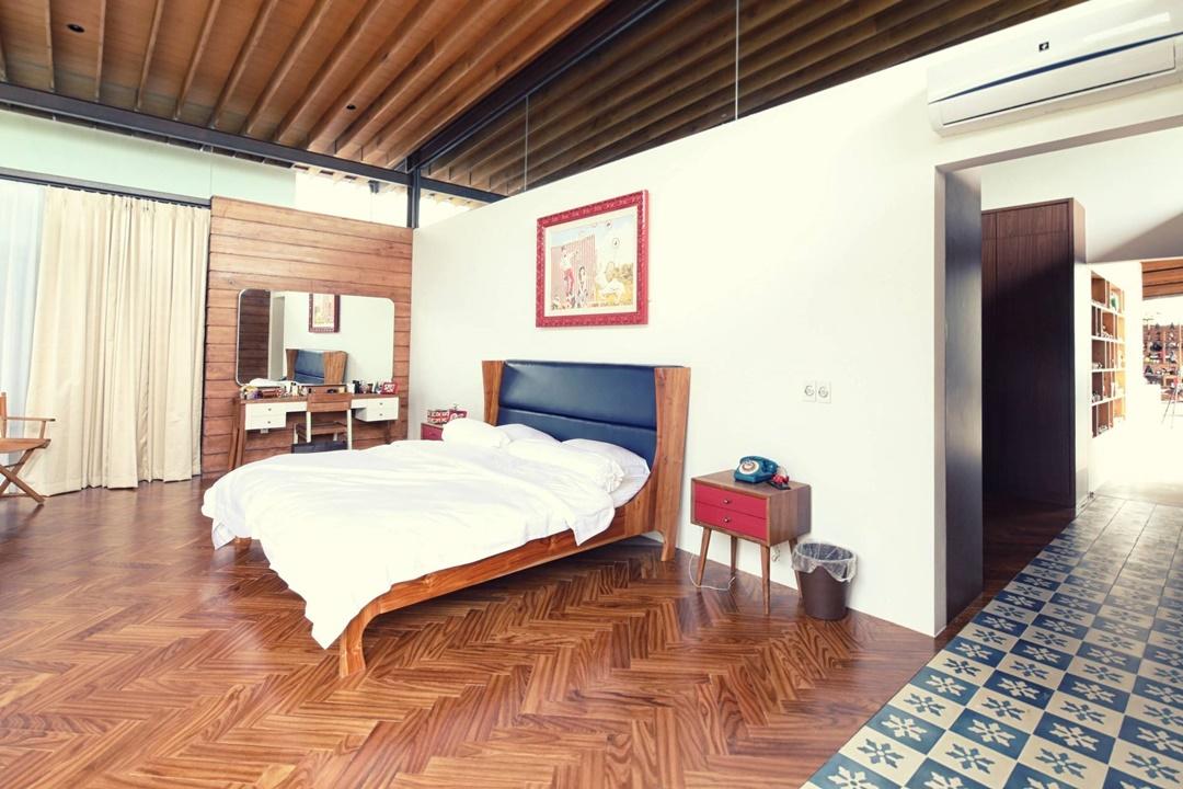 Lantai parket memang memiliki banyak sekali warna dan motif. Salah satunya adalah motif zig-zag.