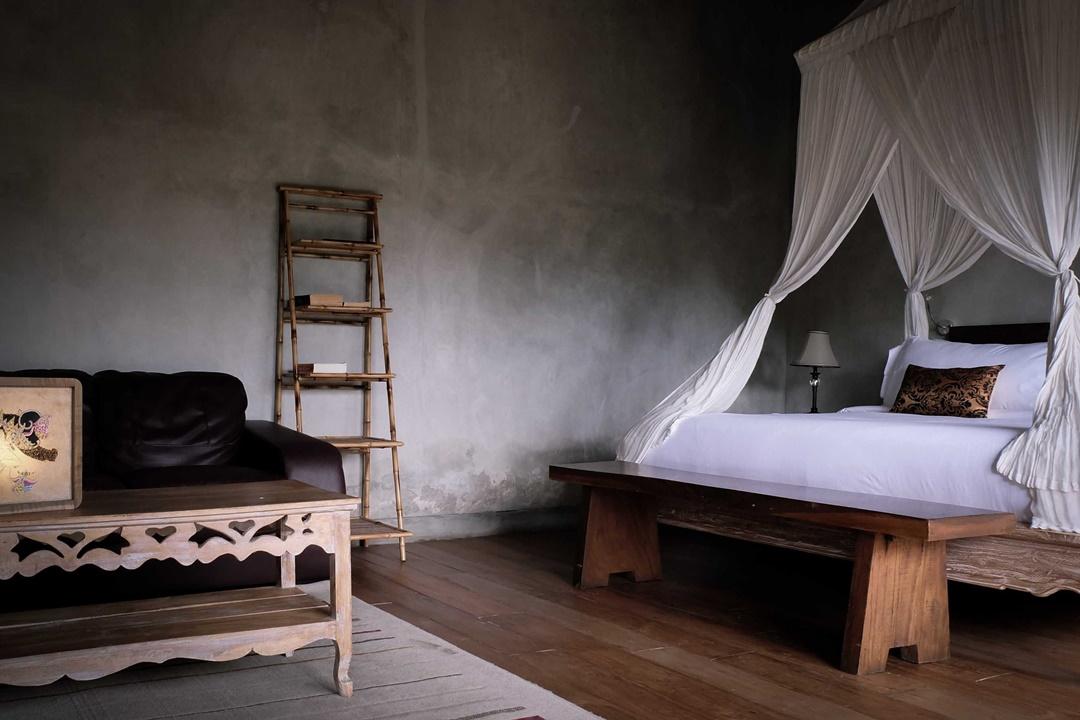 Desain interior kamar tidur Suweta Villa di Bali karya A & Partners (Sumber: arsitag.com)