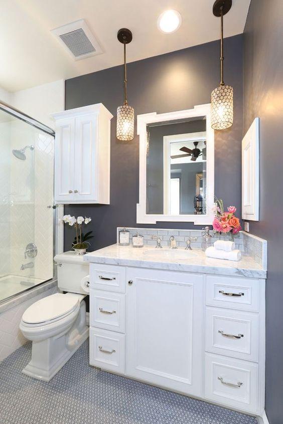Inilah desain lampu keren sebagai alternatif selain lampu dinding pada kamar mandi kecil.