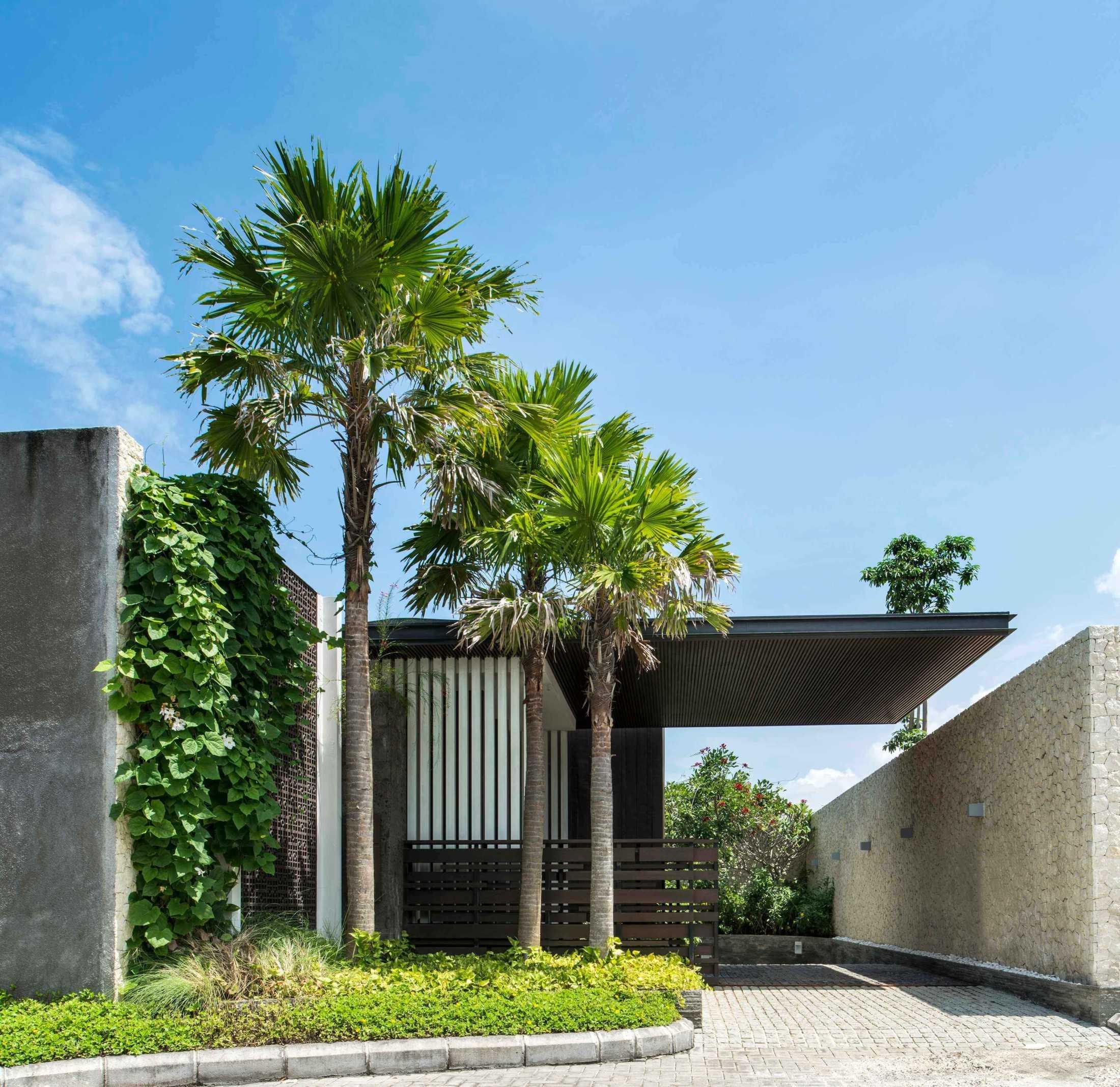 Kanopi kantilever di Villa WRK yang dibangun tahun 2011-2014 (Sumber: arsitag.com)