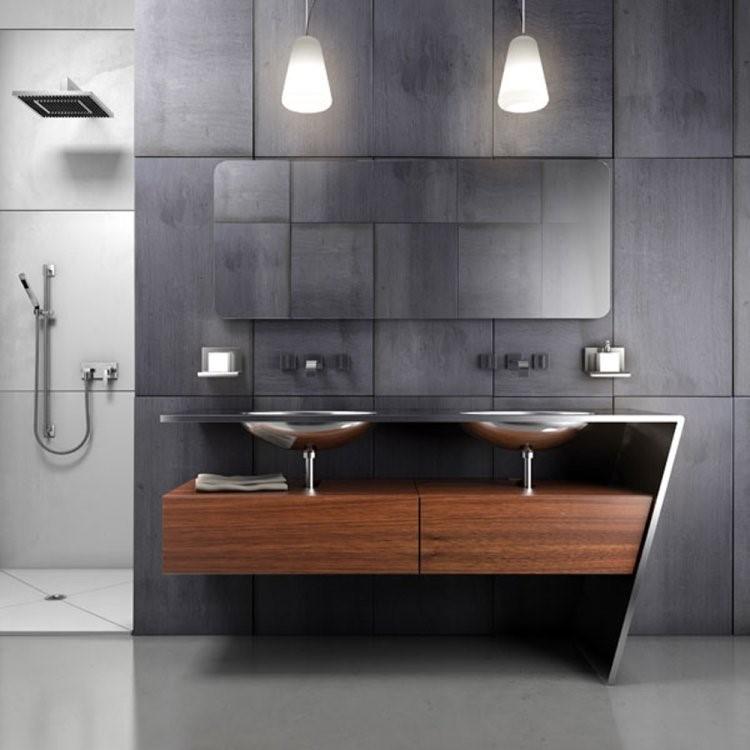 Polesan krom sering ditemukan dalam fixture kamar mandi kontemporer karena berkesan lebih mengilap, tahan lama, dan mudah dibersihkan. Anda bisa memilih fixture serba krom pada keran, bingkai cermin, tempat sabun, dan sebagainya.