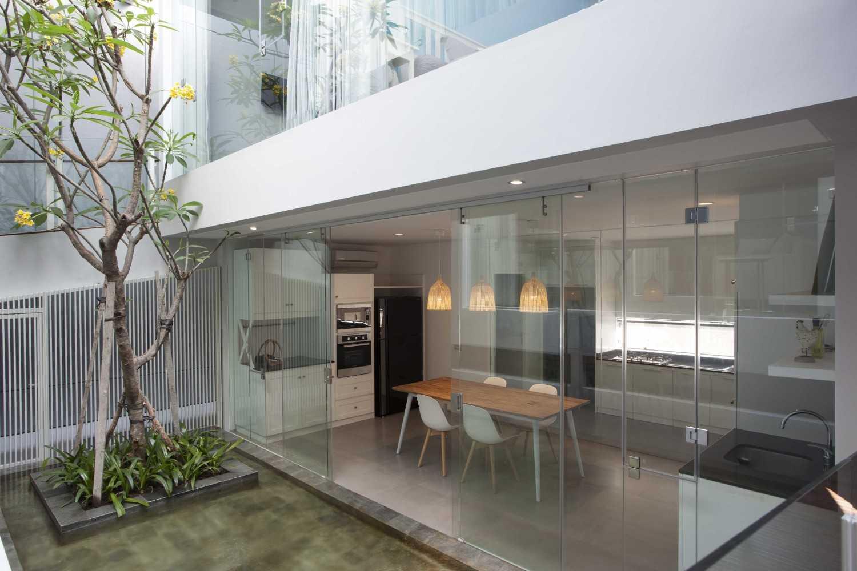 Sutorejo House karya Das Quadrat (sumber : arsitag.com)