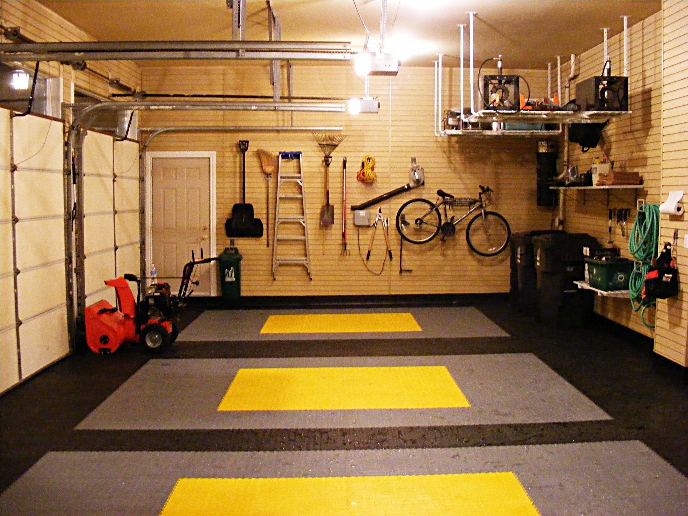Menata ulang penyimpanan garasi (Sumber: nuvogarage.com)