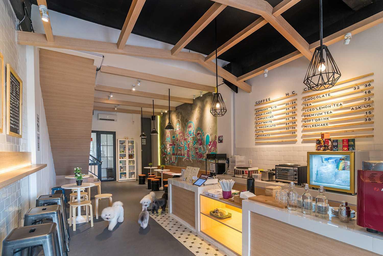 Barkbershop Pet Grooming Studio & Café karya Evonil Architecture (Sumber: arsitag.com)