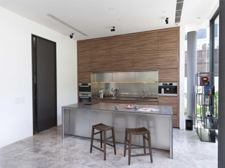 Dapur minimalis modern dengan sentuhan tropis (Sumber: arsitag.com)