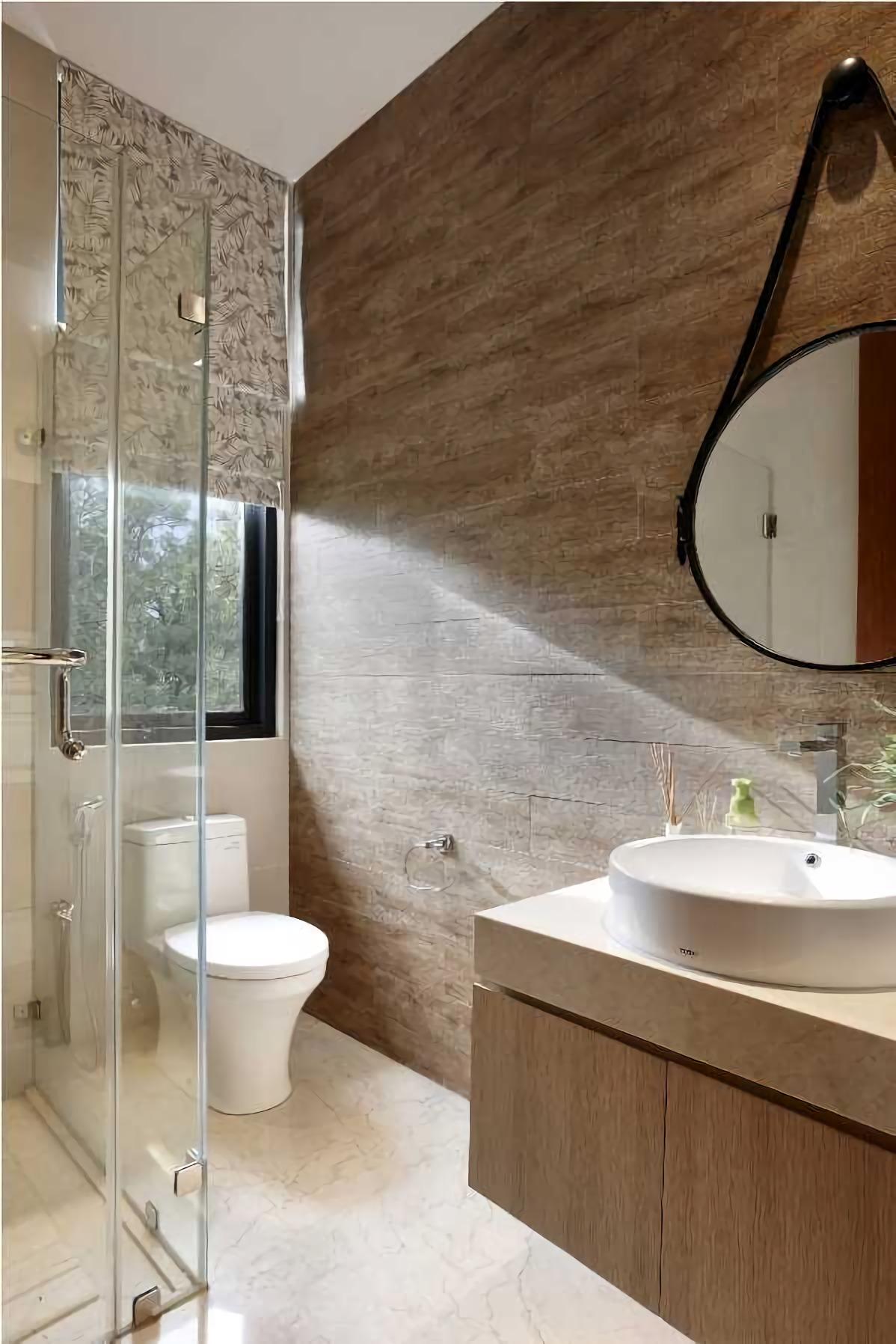 Bentuk lengkung yang fungsional dari fixture kamar mandi Villa Indah (Sumber: arsitag.com)