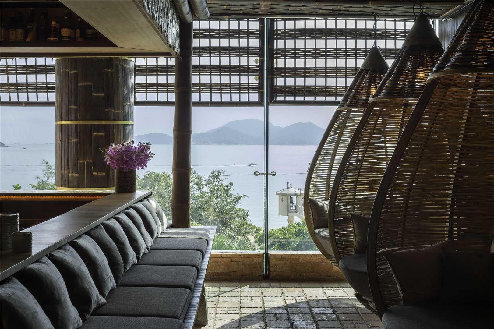 TRi, restoran bernuansa Bali dengan keindahan pemandangan pantai, laut, dan gunung (Sumber: arsitag.com)
