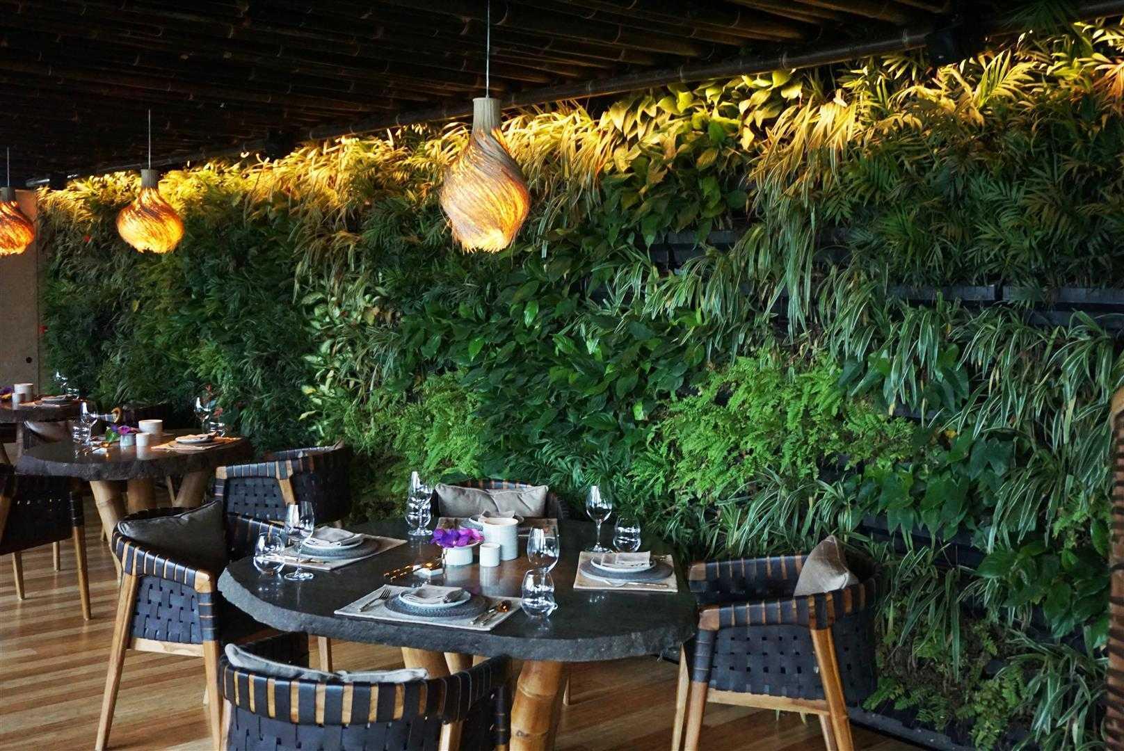 Nuansa alam Bali sangat terasa di Restoran Kontemporer TRi, karya Agung Budi Raharsa tahun 2015 (Sumber: arsitag.com)