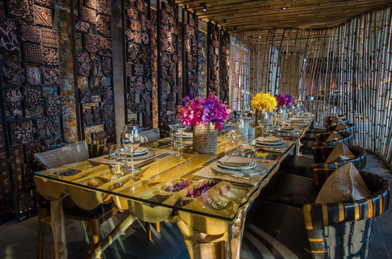 Dinding interior dengan detail batik tjap (Sumber: arsitag.com)