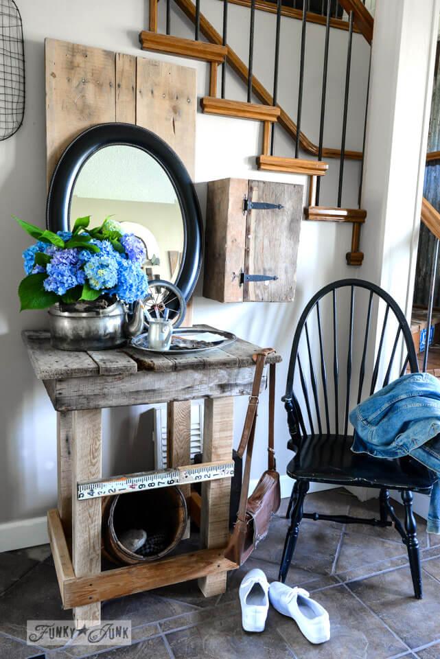 Meja Foyer dengan Gaya Country