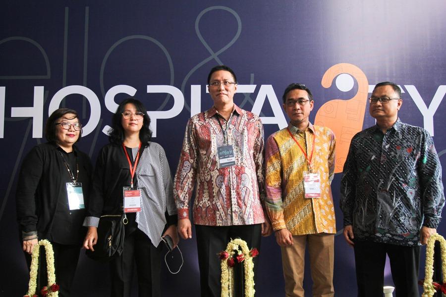 Presiden Direktur Traya Events, Bambang Setiawan (ka) mendampingi para ketua Asosiasi untuk membuka pameran Hospitality 2018