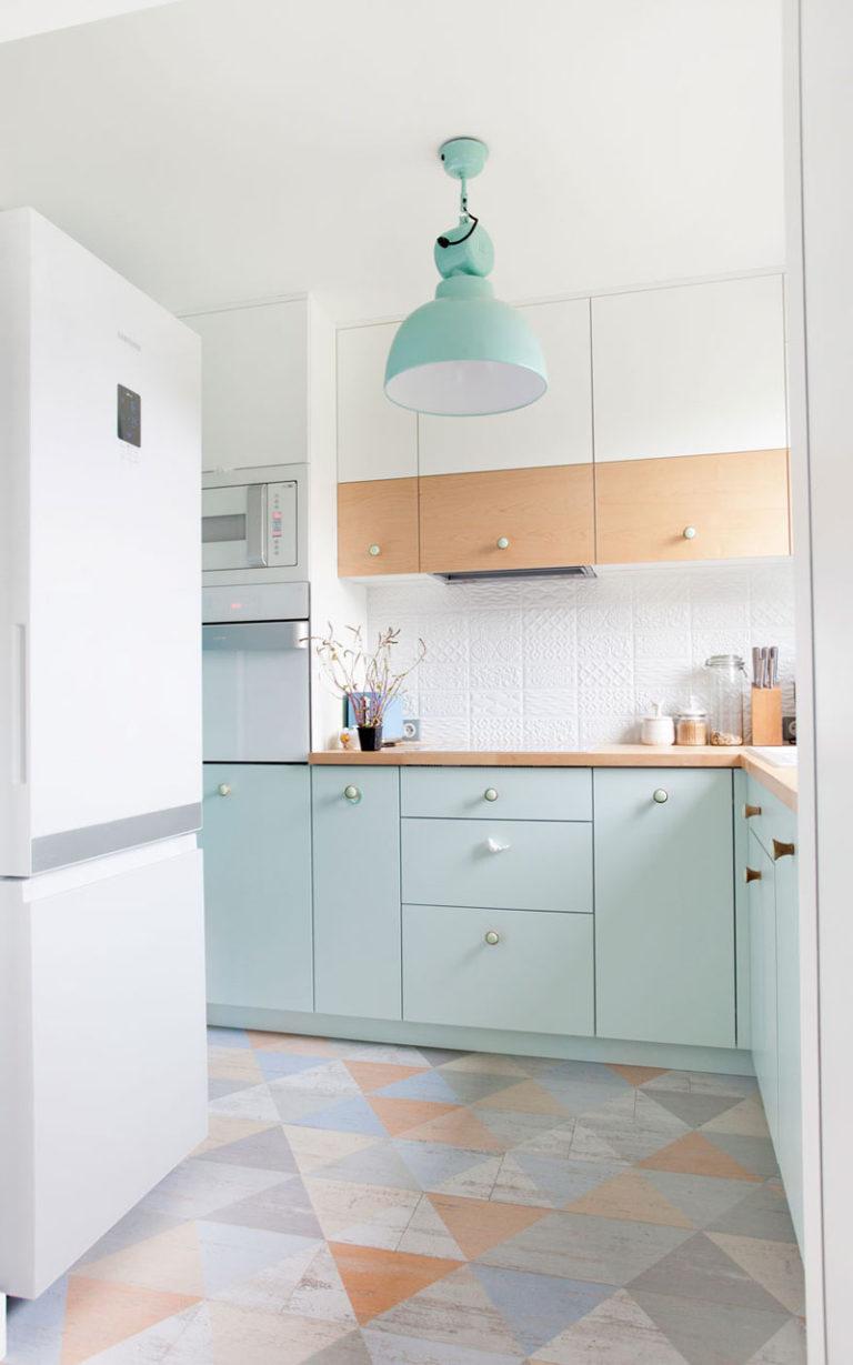 Kabinet Dapur dengan Warna Hijau Pastel