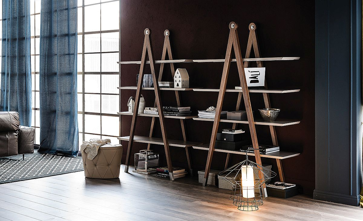 Rak buku minimalis yang mengadopsi bentuk tangga (Sumber: decoist.com)