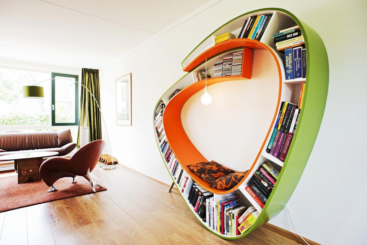 Rak buku yang berfungsi ganda sebagai tempat bersantai (Sumber: dama.bg)