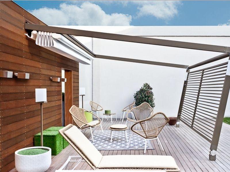 Teras dengan Retractable Roof