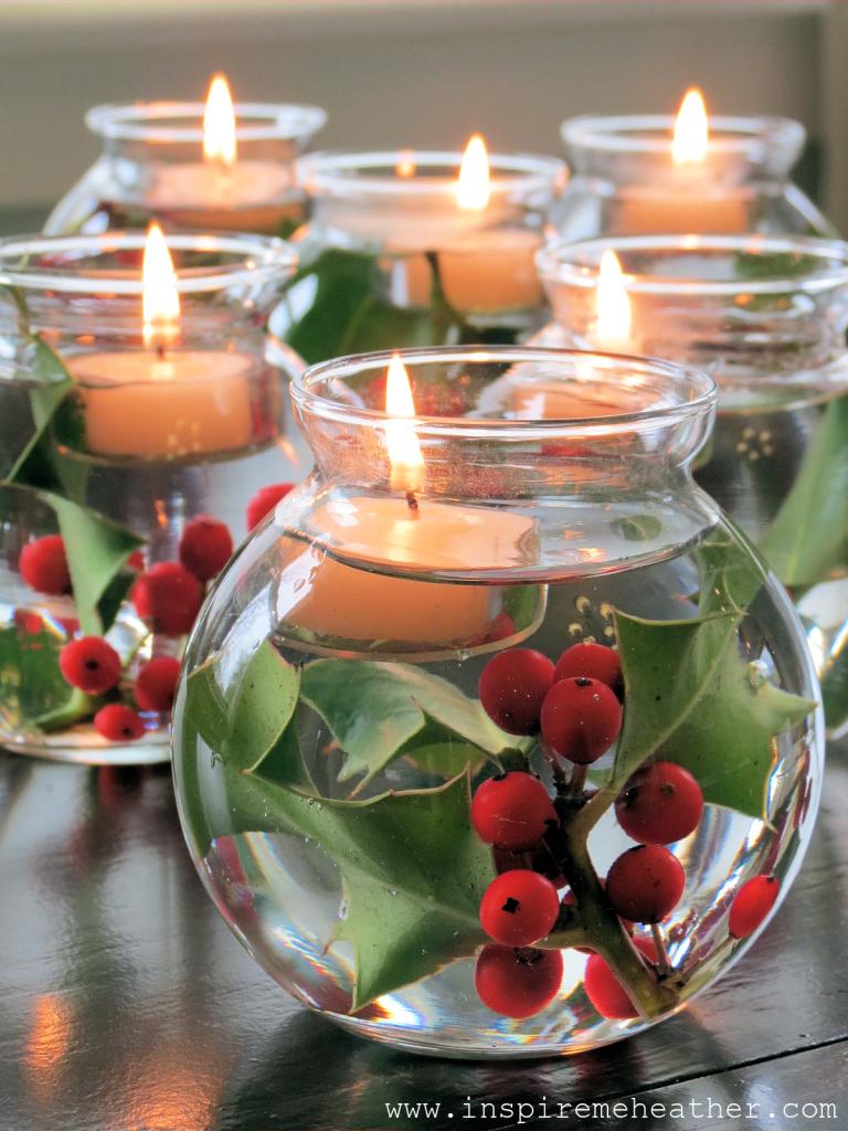 Dekorasi Natal dengan Hiasan di Atas Meja