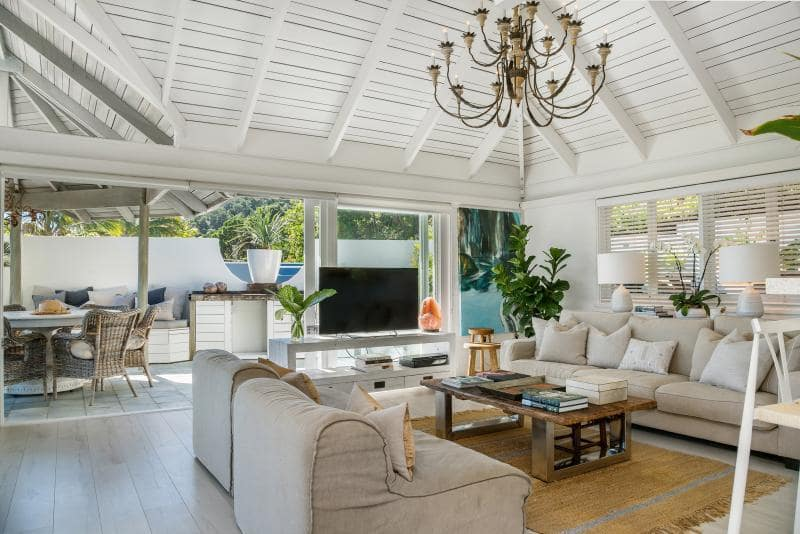 Desain bean bag lounges cocok untuk ruang tamu bergaya boho (Sumber: homely.com.au)