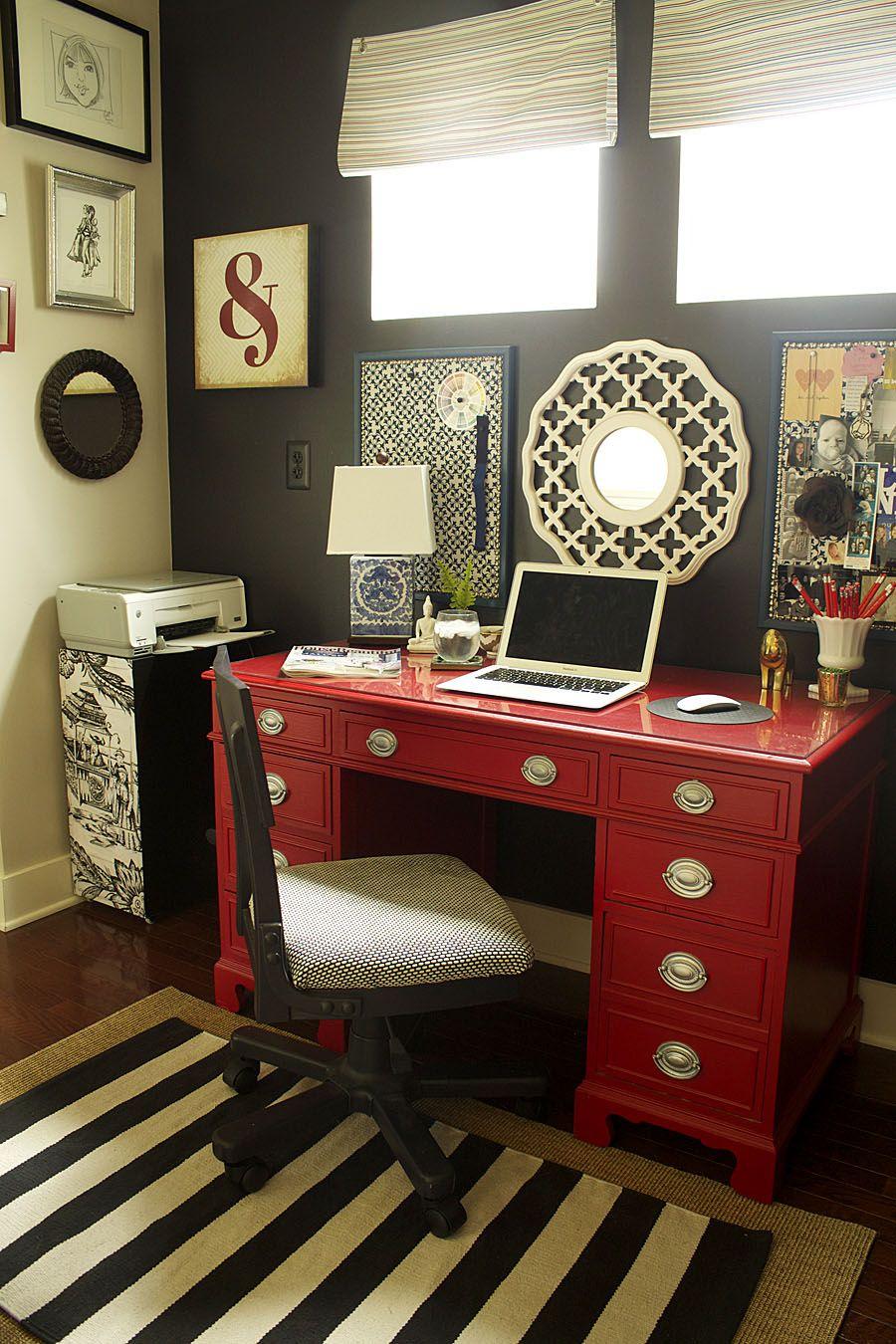 Meja Kerja dengan Warna Terang