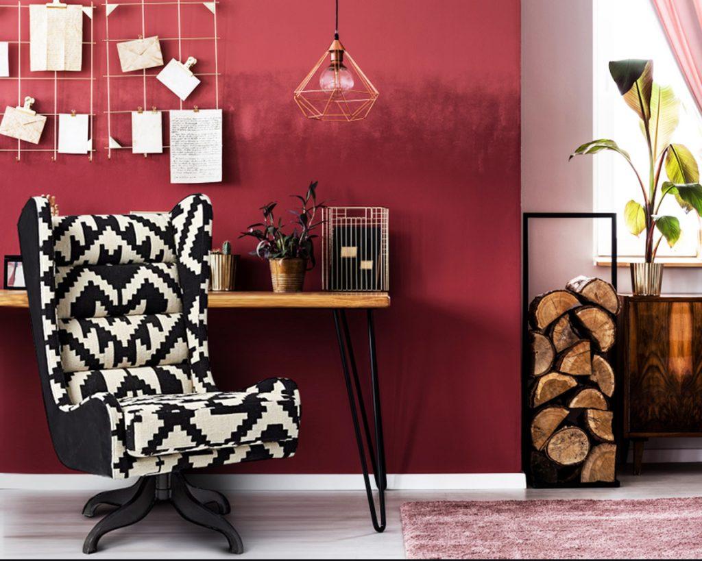 Statement chair untuk ruang kerja mini (Sumber: homebliss.in)
