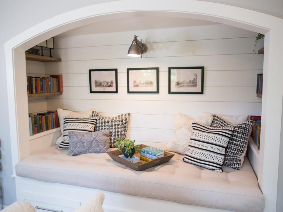 Ruang Baca Monokrom