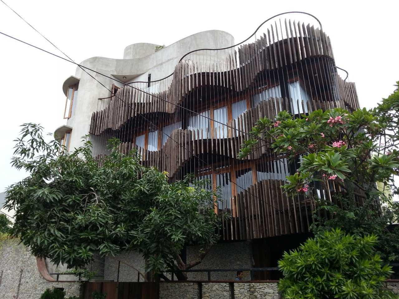 Arsitek: Akanoma Yu Sing