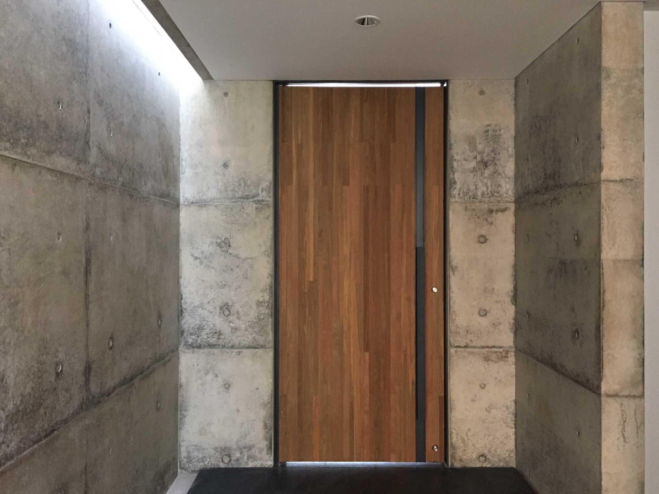 Pintu dengan area masuk yang menawan (Sumber: arsitag.com)