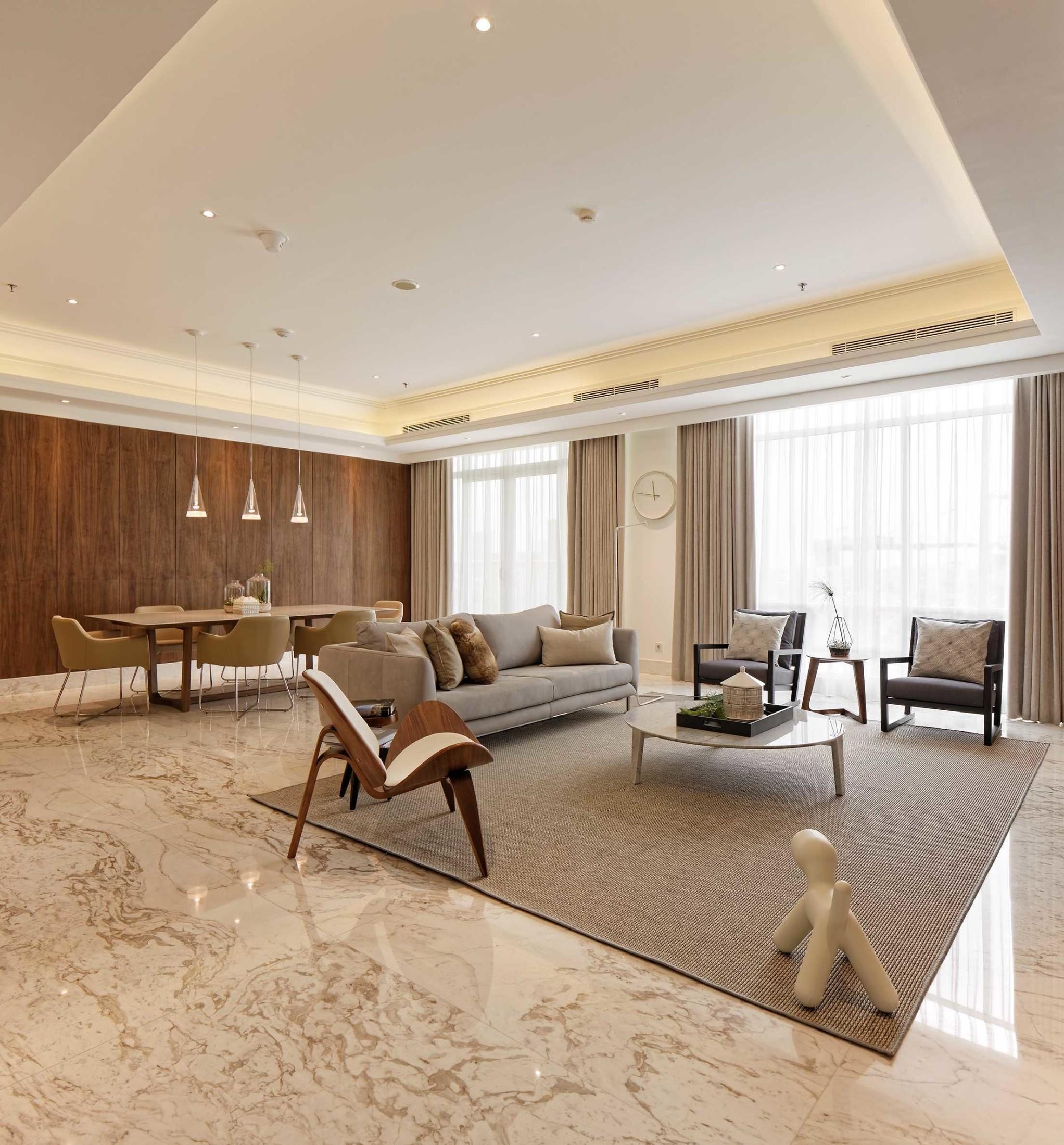 Kesan simpel didapat dari minimnya perabotan yang diikutsertakan dalam desain. Setiap elemen yang ada dalam ruang hanyalah yang benar-benar harus ada dan berfungsi optimal.